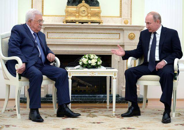 الرئيس الروسي فلاديمير بوتين، ونظيره الفلسطيني محمود عباس