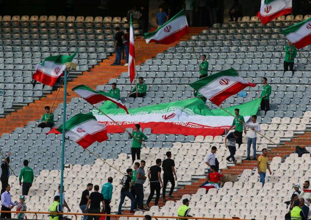 مشجعون إيرانيون
