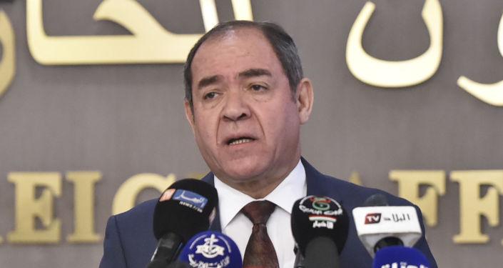 """بوقادوم: الجزائر تنتظر من الولايات المتحدة """"الحياد"""" الذي تقتضيه التحديات الراهنة"""