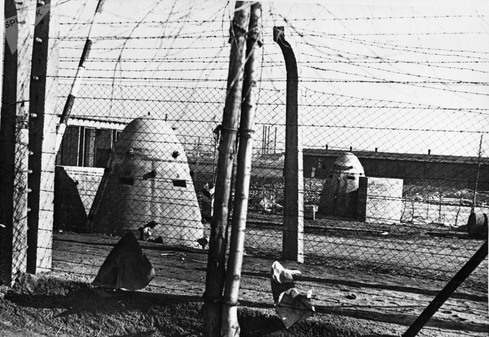 ثكنات مدرعة مزودة بالرشاشات بمعسكر أوشفيتز النازي في بولندا