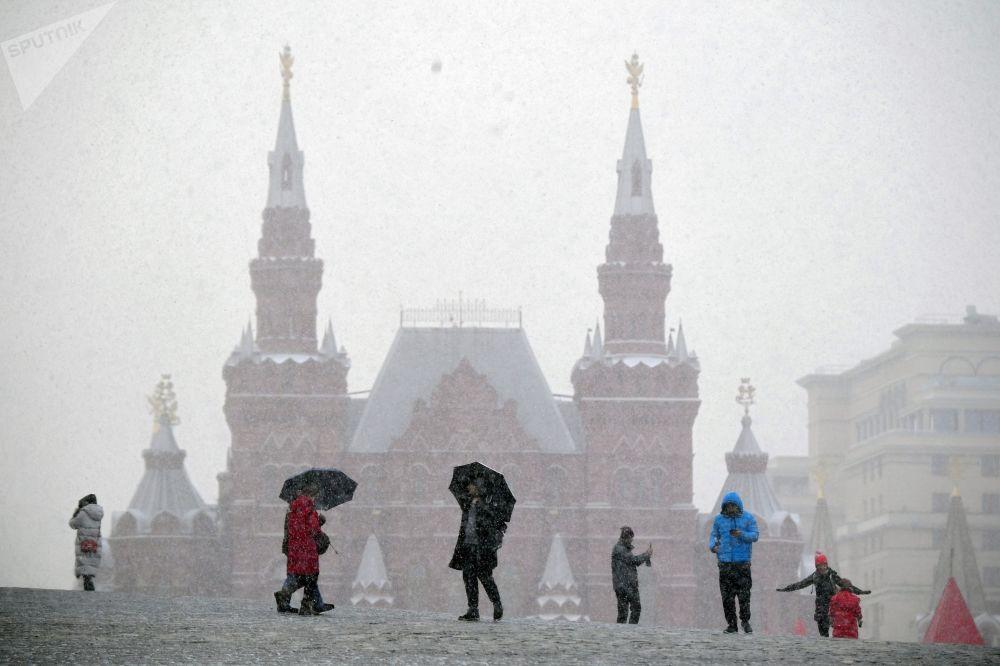 مواطنون وسياح في الساحة الحمراء في موسكو، 22 يناير 2020