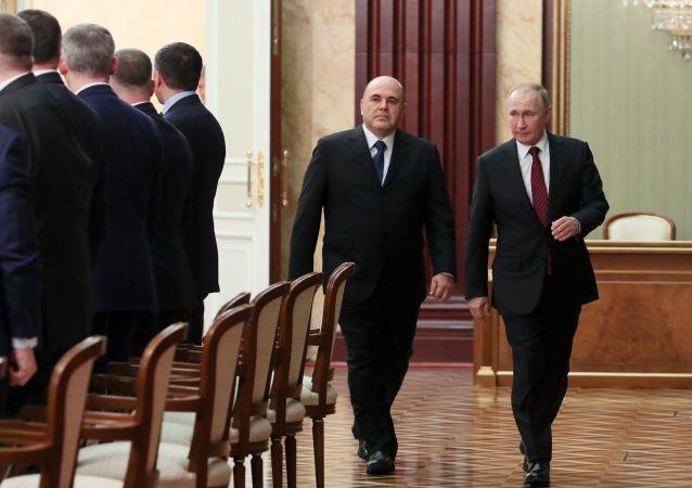 رئيس الوزراء الروسي الجديد ميخائيل ميشوستين والرئيس الروسي فلاديمير بوتين قبل الاجتماع مع أعضاء الحكومة الروسية الجديدة، 21 يناير 2020