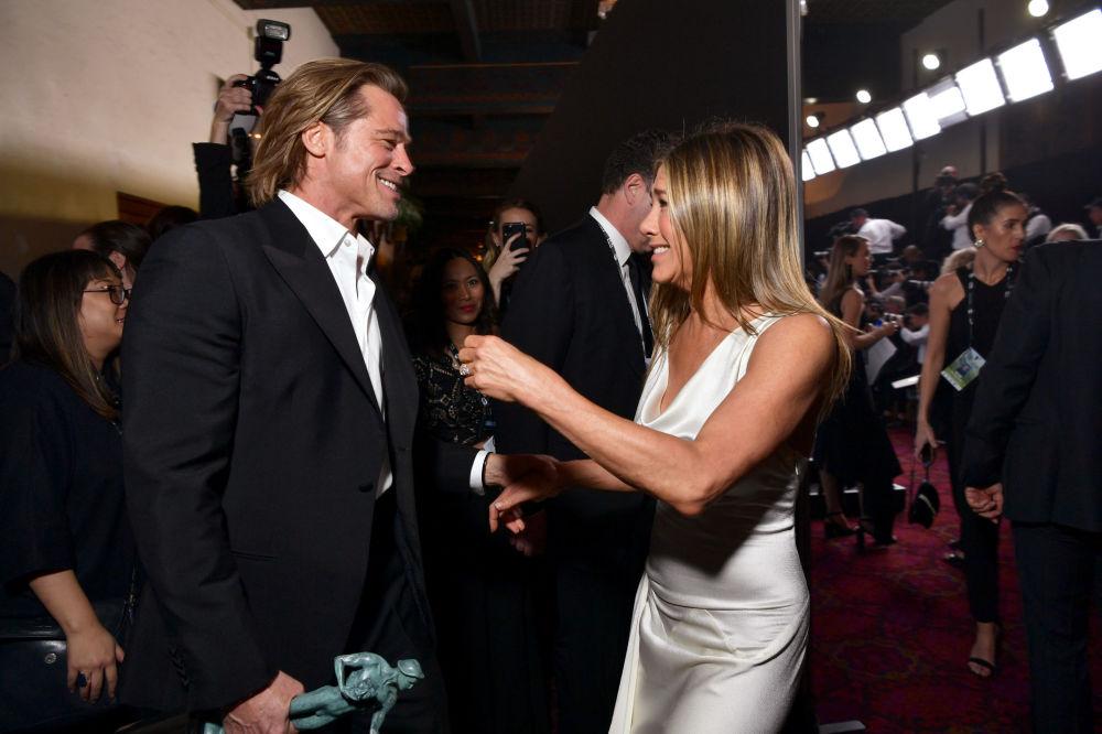 الممثل براد بيت والممثلة جنيفر أنيستون في حفل توزيع الجوائز جائزة نقابة ممثلي الشاشة (Screen ActorsGuild Awards ) الأمريكية في لوس أنجلوس، 20 يناير 2020