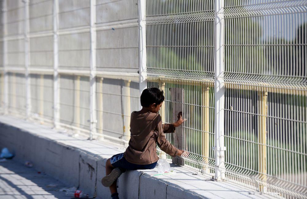 المهاجرون الهندوراسيون ينتظرون عبور الجسر الحدودي الدولي عند الحدود بين غواتيمالا والمكسيك، 19 يناير 2020