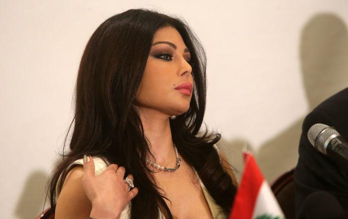 هيفاء وهبي تهدد طيارا عراقيا بمقاضاته بعد اكتشافها مفاجأة