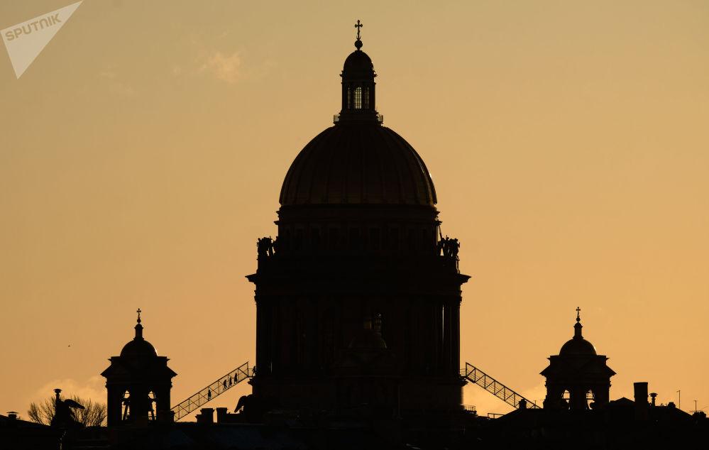 مشهد يطل على كاتدرائية القديس اسحاق في سان بطرسبورغ