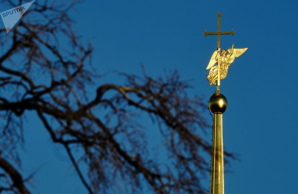تمثال الملاك في كاتدرائية بطرس وبولس في سان بطرسبورغ