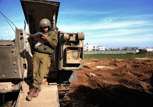 جندي إسرائيلي على حدود قطاع غزة - فلسطين