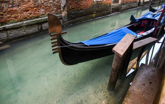 زيادة وزن السياح يهدد أهم معالم مدينة البندقية السياحية