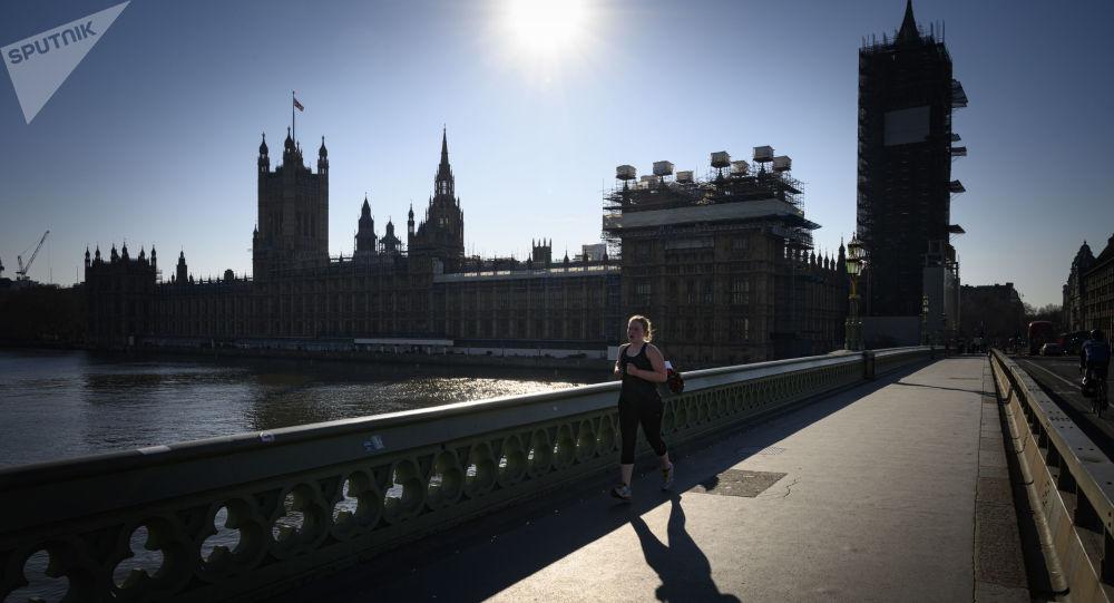 صحيفة تكشف نسبة العجز الاقتصادي المتوقع لبريطانيا في السنوات المقبلة