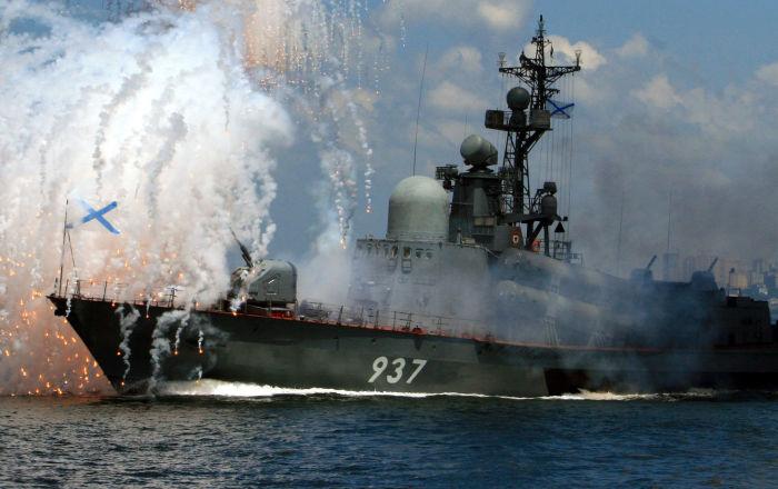 أكثر من 80 طائرة وسفينة تشارك في العرض العسكري للبحرية الروسية