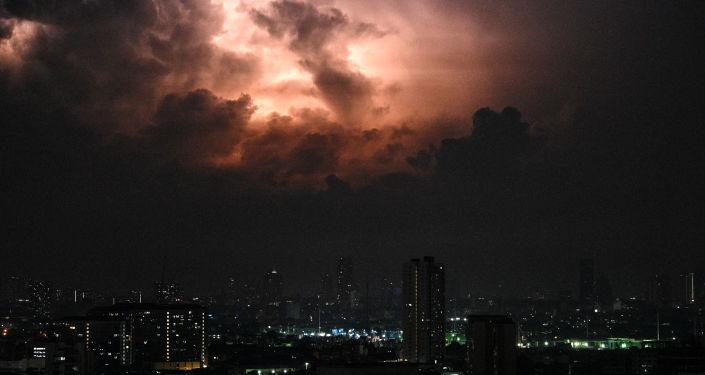 ظهور سحابة ملونة في سماء الفلبين.. فيديو