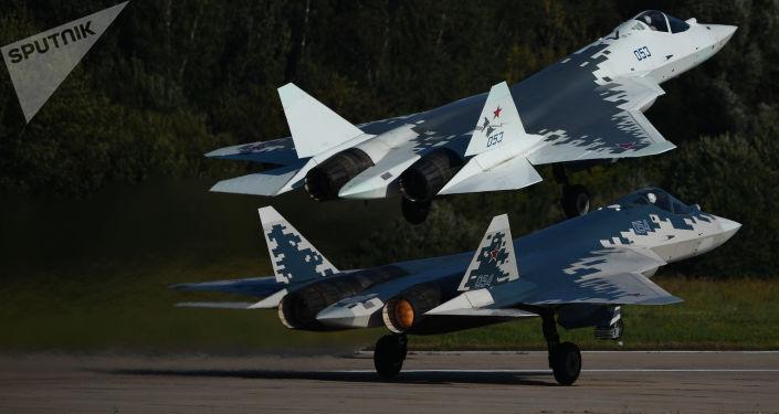 """مدرب مقاتلة """"سو-57"""" يتحدث عن شعوره أثناء قيادة الطائرة الجديدة"""