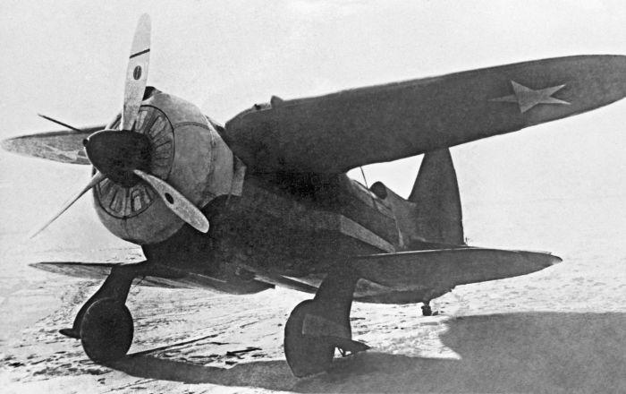 """مقاتلة قابلة للطي… كيف تم إنشاء الطائرة المتحولة السوفيتية """"إيس-1"""""""