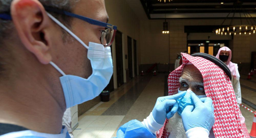 الصحة السعودية تتخذ قرارا هو الأول من نوعه بشأن تطعيم المصابين بكورونا